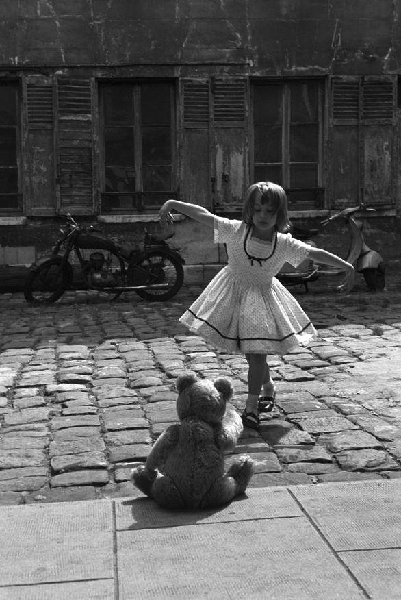 kislány macitánca