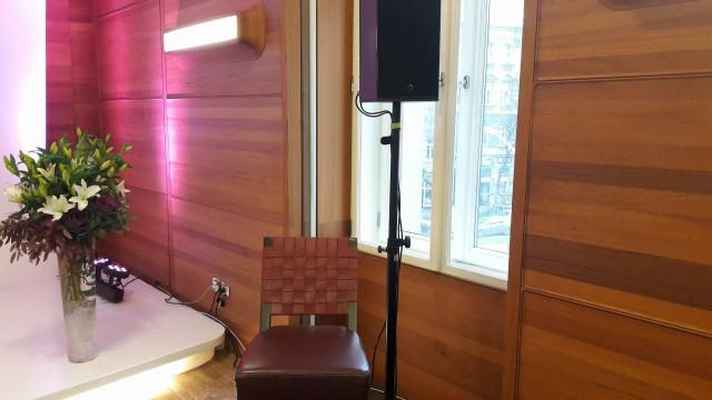 mesélő szék Beáta helye